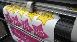 Что такое печать на самоклеющейся пленке и где ее можно заказать